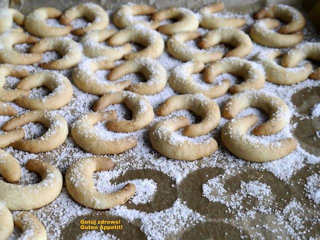 Vanilliekipferl - kruche rogaliki waniliowe - Czytaj więcej »