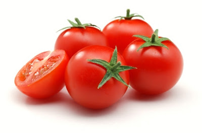 Cara Menghilangkan Jerawat Super Duper Cepat dengan Tomat