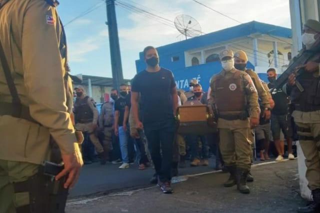 Soldado Wesley morto em Salvador é enterrado em Itabuna