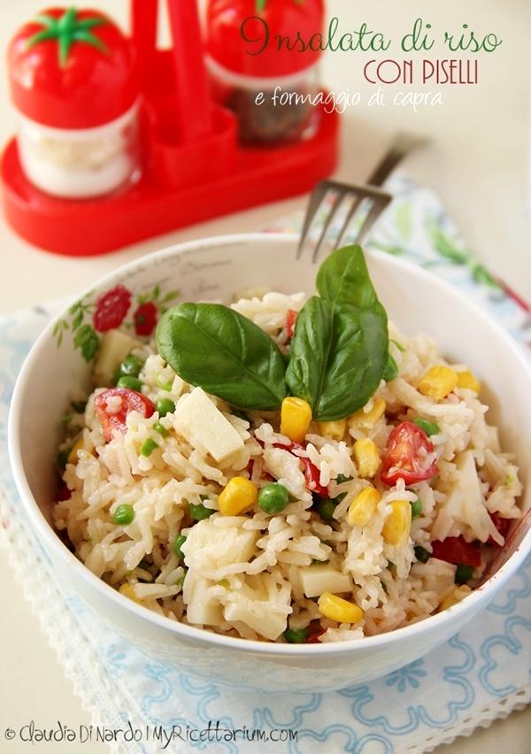 Insalata di riso con piselli, pomodorini e formaggio di capra