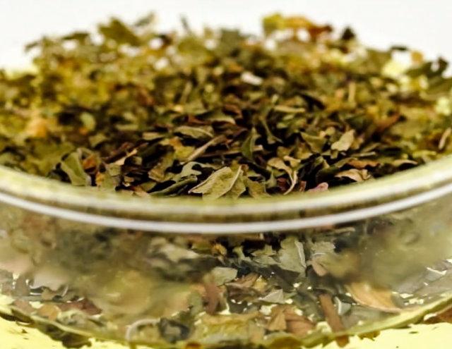 Green tea ice cream by Laka kuharica: soak green tea leaves in hot water