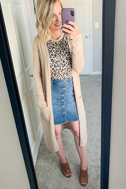 Leopard t-shirt with denim skirt and duster cardigan #leopardtshirt #denimskirt #dustercardigan