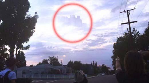¿Se ha abierto un universo paralelo? Misteriosa ciudad flotante reaparece en el cielo de California