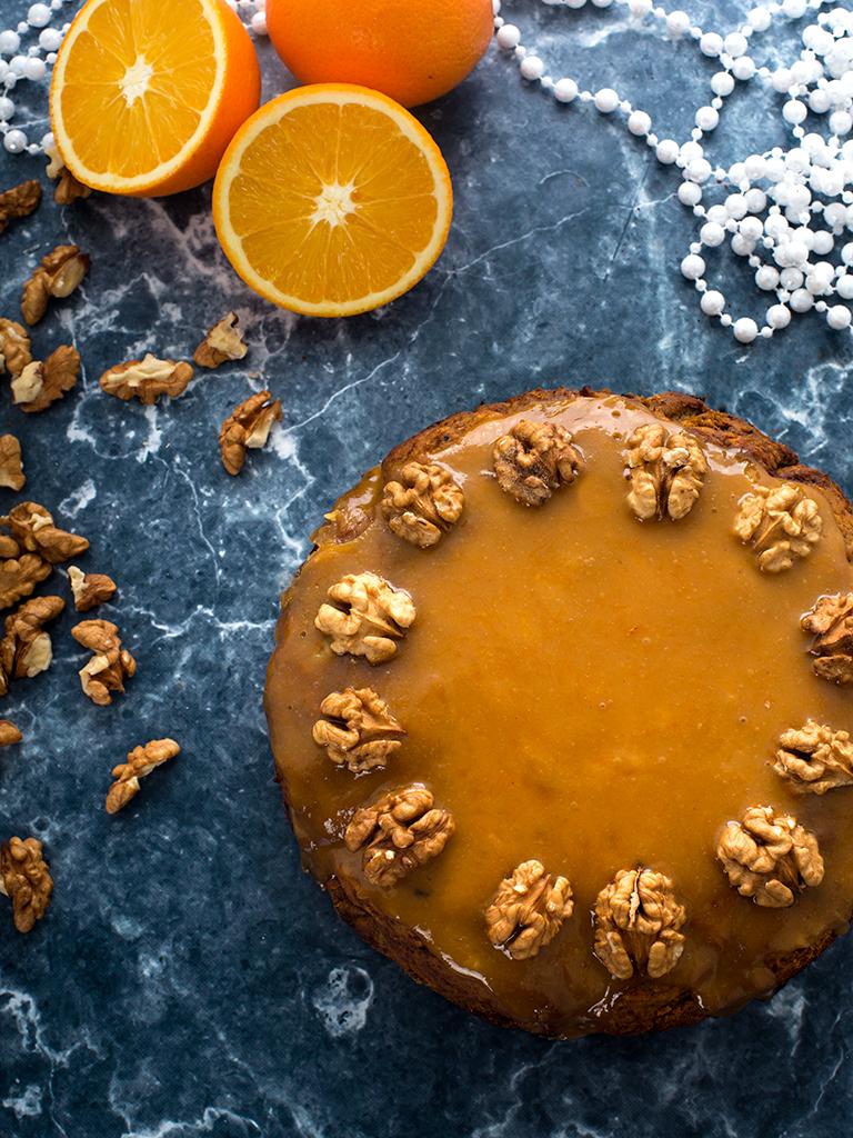 Swiateczne ciasto marchewkowe z polewa pomarańczowo-orzechowa - przepis weganski, bezglutenowy, bez cukry