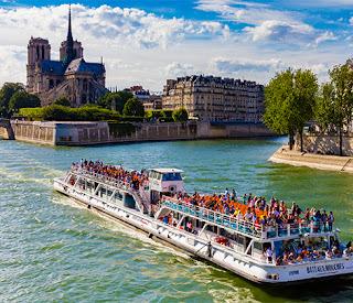 Seine River Banks (Bateaux Mouches)