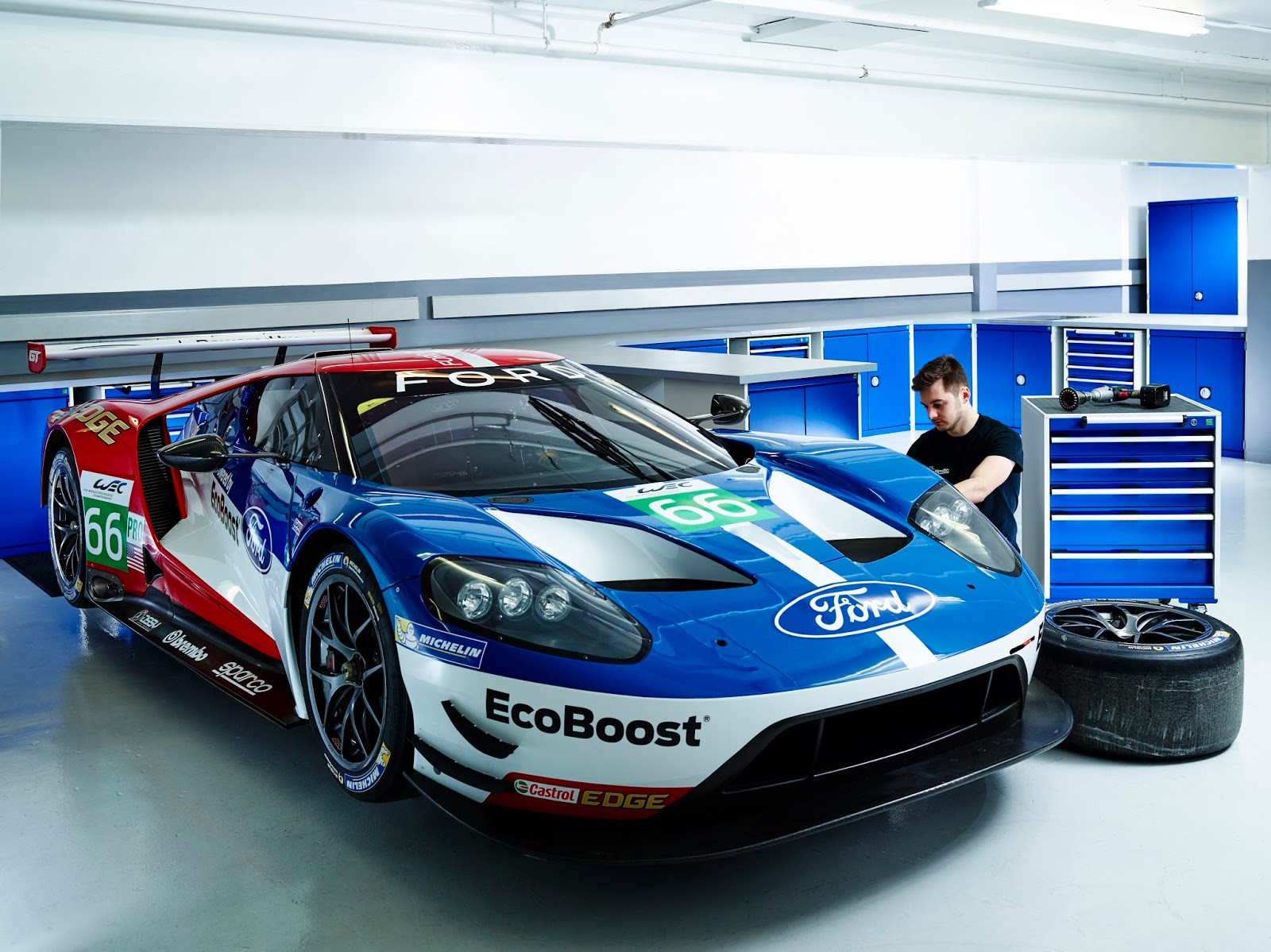 bott nouvelle ford gt aux 24 heures du mans. Black Bedroom Furniture Sets. Home Design Ideas