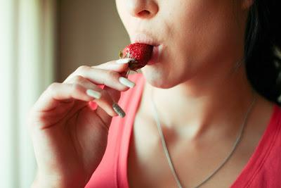 Tips Kecantikan : 3 Cara Paling Mudah Hilangkan Keriput di Leher