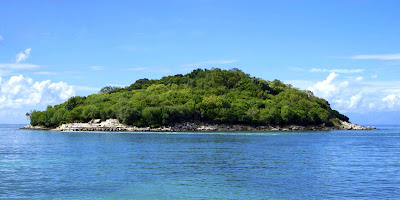 Pulau Sazan di Albania