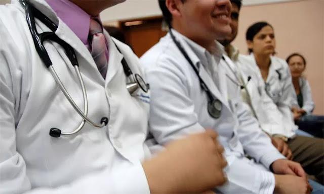 Aumentan renuncias de residentes y menos médicos aspiran a realizar posgrados
