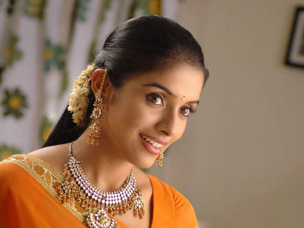 Asin Hd Wallpapers Asin Biography Bollywood Actress Photos: Asin: Bold And Beautiful Asin