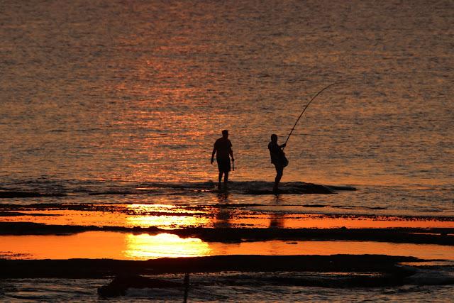 דייגים בחוף