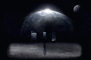 homem observando o planeta terra