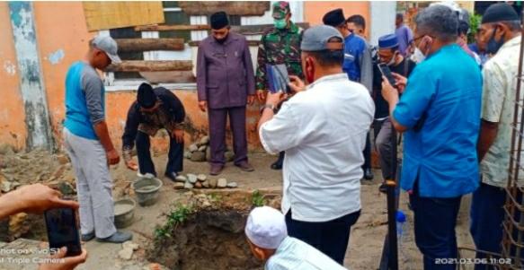 Camat Kota Kisaran Barat Melakukan Peletakan Batu Pertama Pembangunan Masjid Nurul Hadits di Kelurahan Tegal Sari
