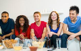 Vrei sa organizezi un party la tine acasa? Iata ce TREBUIE sa stii!