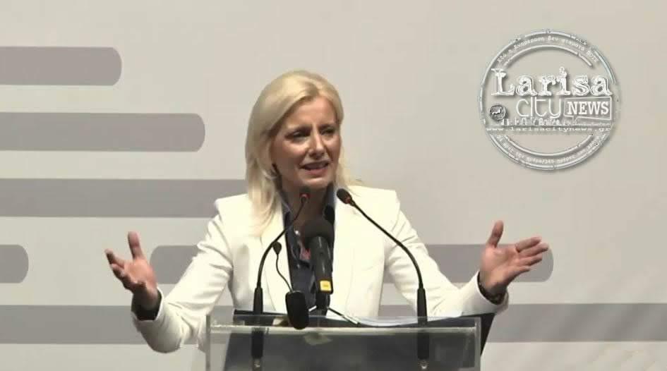 Η Ρένα Καραλαριώτου σχολιάζει τη σύσκεψη Καλογιάννη-βουλευτών για το προσφυγικό