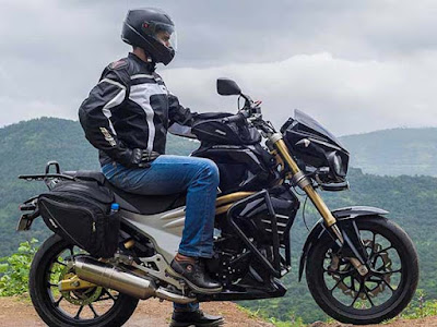 Mahindra Mojo Tourer Edition with rider