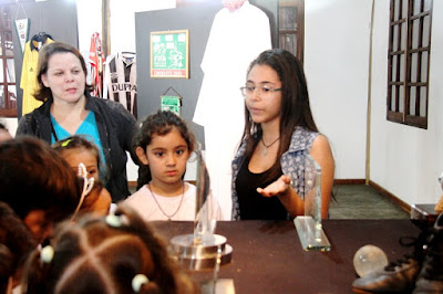"""Jovens comemoraram sucesso da exposição """"Acredite no Sujeito"""" que terminou sábado 26/08"""
