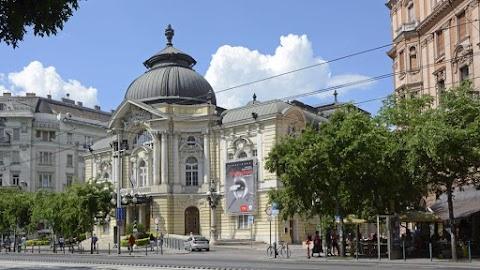 Március végén döntenek a Vígszínház vezetői pályázatáról
