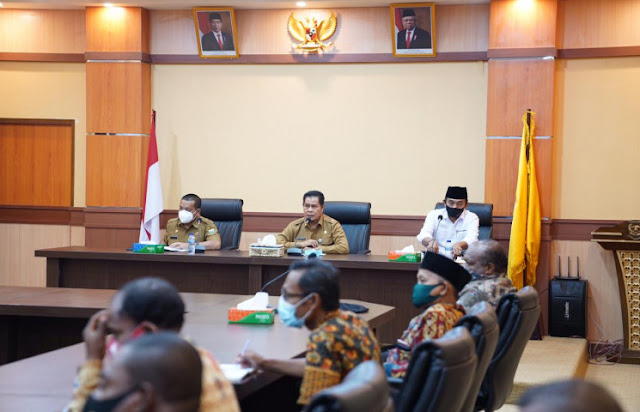 Muhammad Ridwan Rumasukun Minta Tokoh Agama dan Adat Keerom Bantu Penyelesaian Masalah