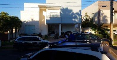 Perícia revela que adolescente morta e atiradora estavam no banheiro no momento do disparo