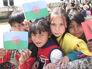 Lolo Diklo : Rromani Against Racism: ROMA CHILDREN