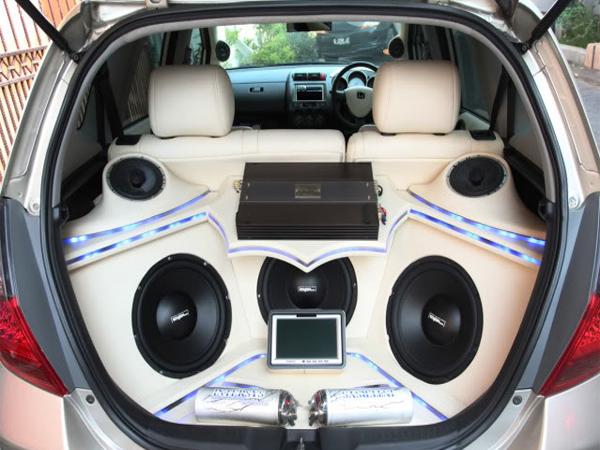 5 Rekomendasi Box Audio Mobil Terbaik [+Harga]