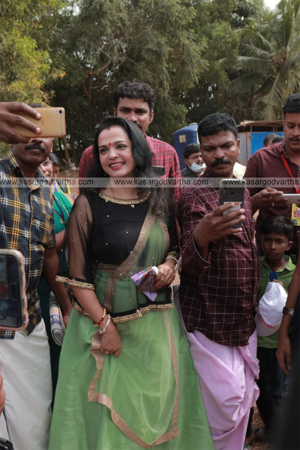 Kanhangad, News, Kerala, School-Kalolsavam, Kasaragod, Actress Vinduja Menon at kerala school kalolsavam