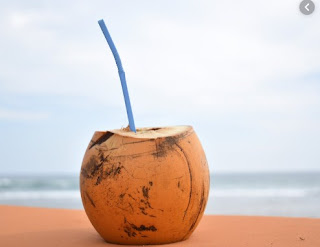 gambar Manfaat ajaib jika kita sering mengkonsumsi air kelapa muda