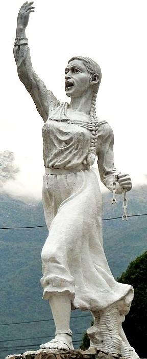 Foto a la estatua de Micaela Bastidas