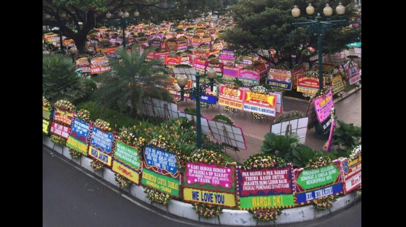 Banjir karangan bunga untuk Ahok di Balai Kota