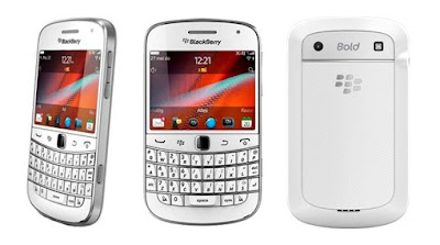 BlackBerry Bold Touch 9900 in white