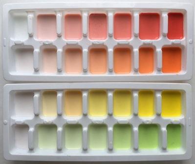 Gradasi Warna dari Cetakan Es Batu Kulkas