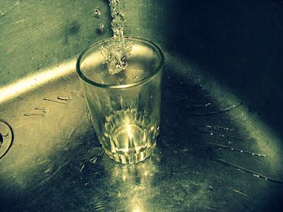 la niña que pedia un vaso de agua leyenda
