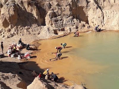 cribado-arena-mina-zafiros-de-ilakaka-madagascar