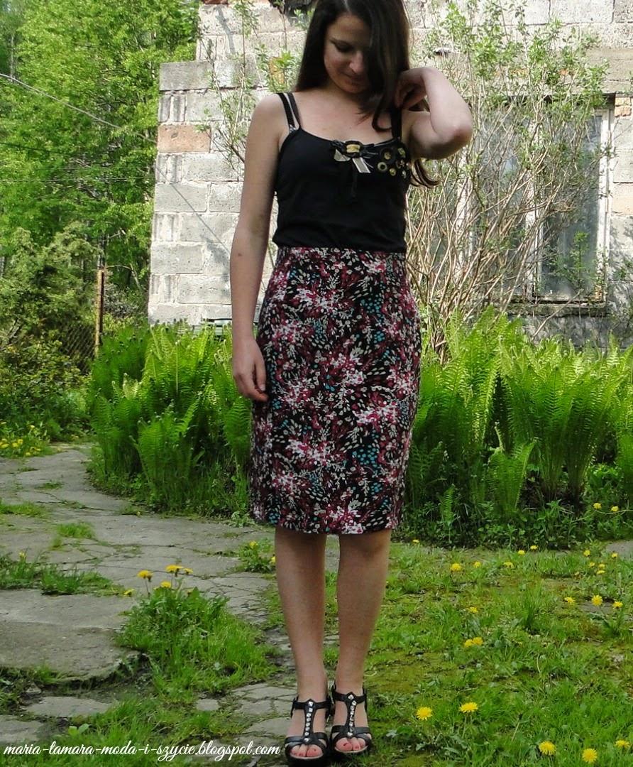 http://maria-tamara-moda-i-szycie.blogspot.com/2013/05/spodnica-w-kwiaty-i-bluzka-troche.html