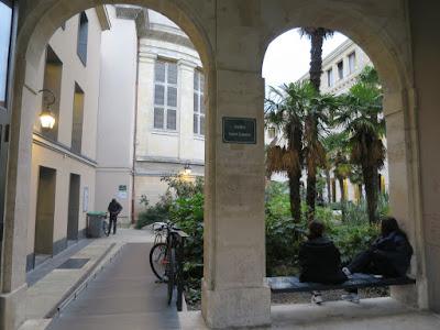 Cour Médiathèque Françoise Sagan