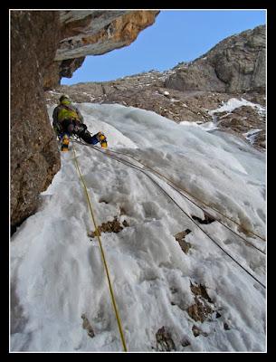 Escalando en hielo en la Ruta Jacobea de Izas