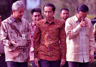 Pak presiden menggunakan Baju Batik