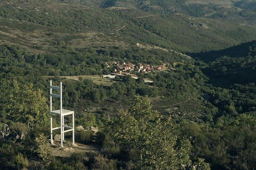 Silla gigante de Meira con - escapadillas.com