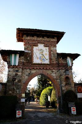 La porta principale di ingresso al borgo di Grazzano Visconti