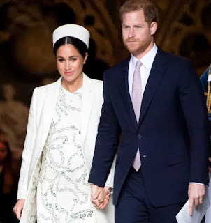 Meghan Markle gave birth to royal baby at home, Royal fans celebrate in public