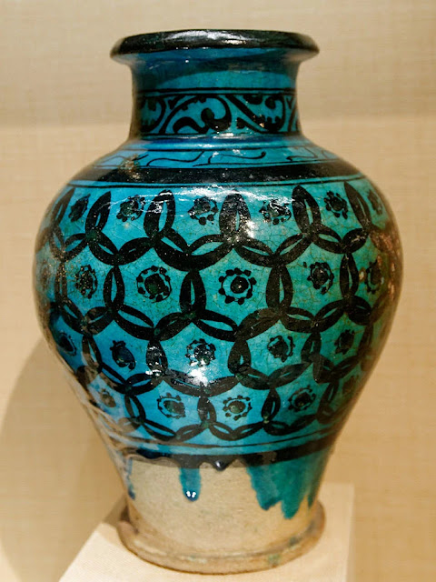 Stoneware glazed jar with overlapping circles grid pattern. Syria, 12th-13th century