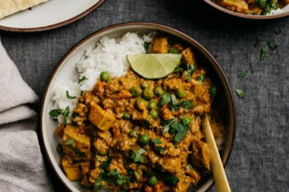 GROUND BEEF KEEMA CURRY WITH PEAS AND POTATOES