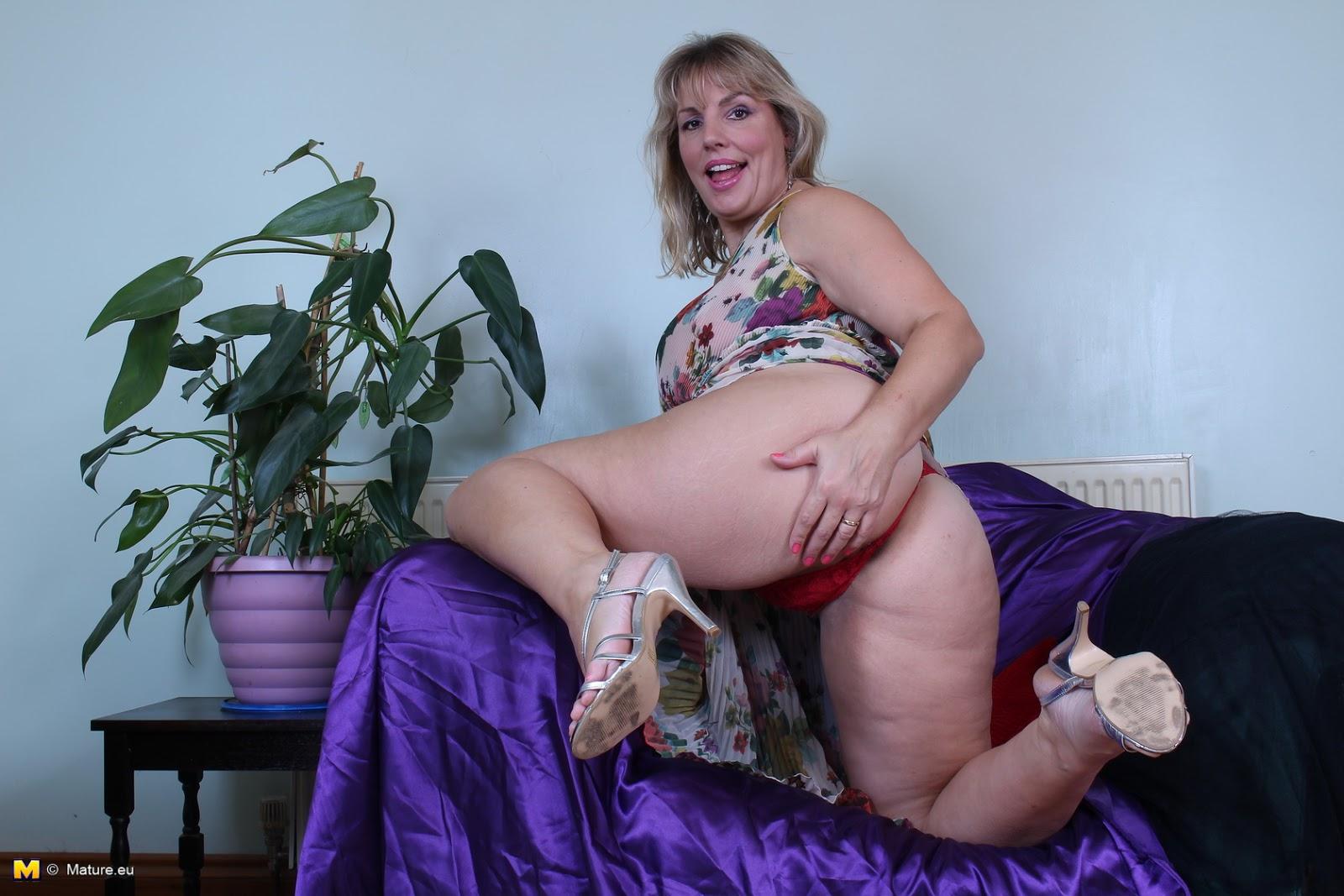 Mature women undressing pics-7946