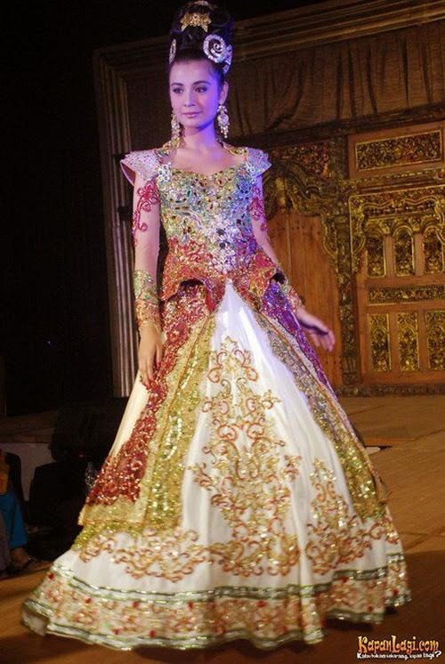 30 Model Kebaya Modern Artis Untuk Pesta Wedding Meenikah Com