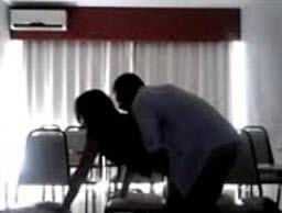 Se Deja Cojer por el Orador para que le de Trabajo