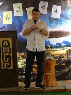 Thiago Luiz Ticchetti fazendo palestra, atendendo ao convite da AMPUP
