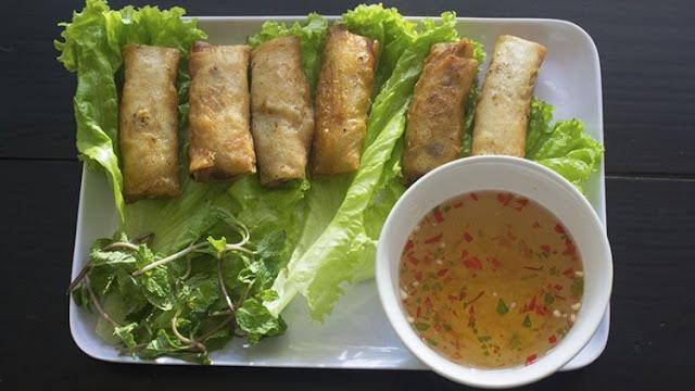 Việt Kiều mở tiệm bán phở, bún thịt nướng, chả giò ngon nức nở tại Đà Nẵng
