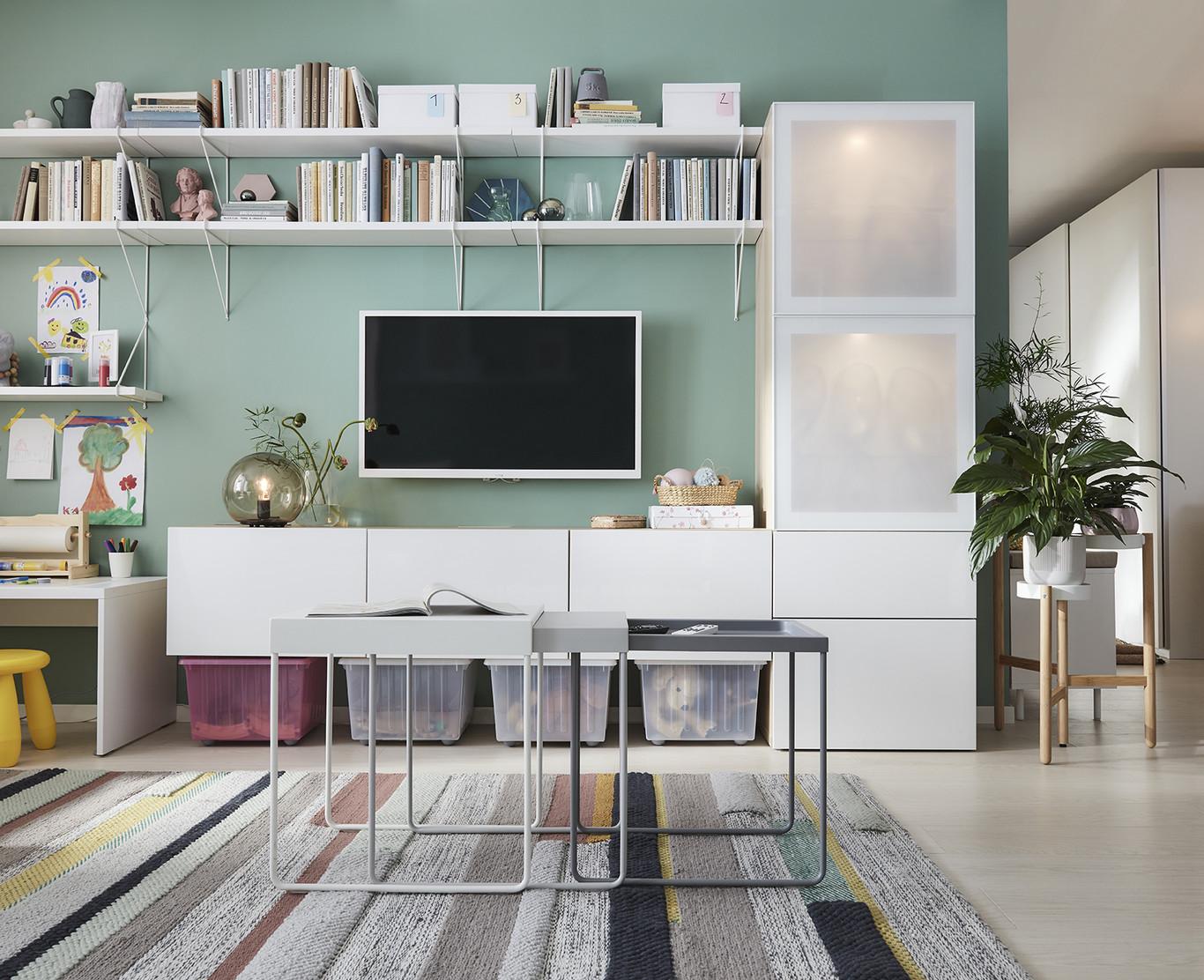 novedad catálogo ikea 2020 the lab home España salón verde claro con mueble salón blanco