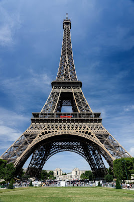 WORLD FASHION CAPITAL — PARIS